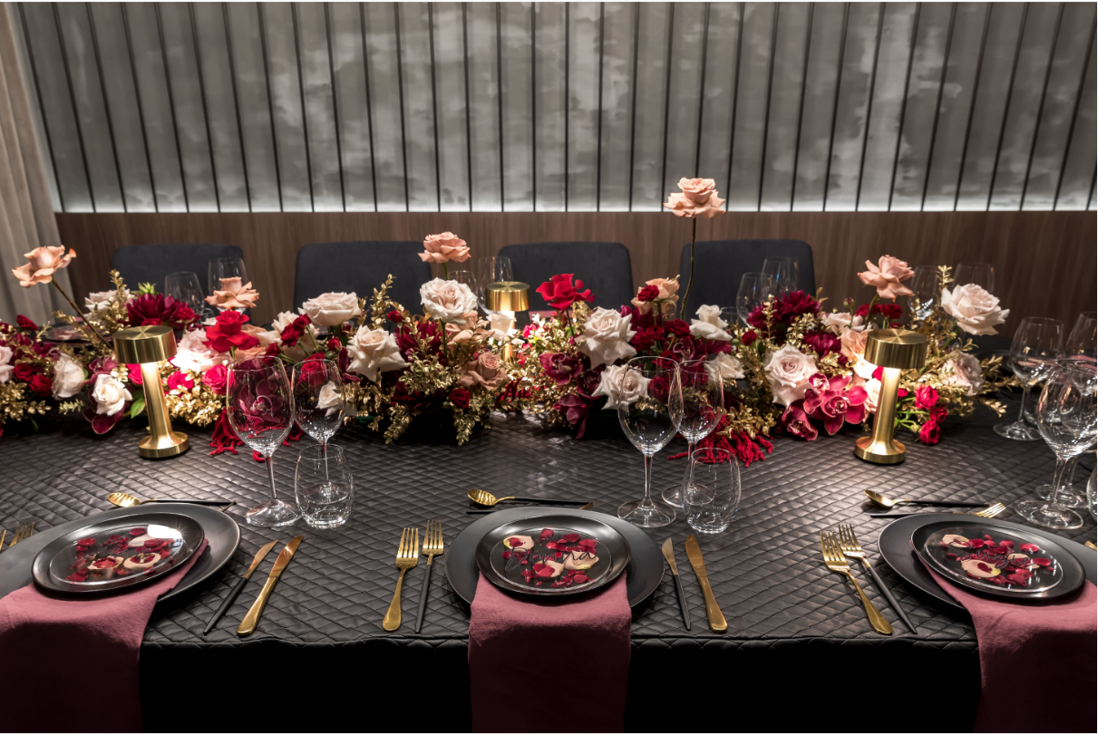Hire_black_channel_luxury_linen_event_decor_sydney_red_flowers_cream_roses_gold _flowers_centrepiece_king_table.png