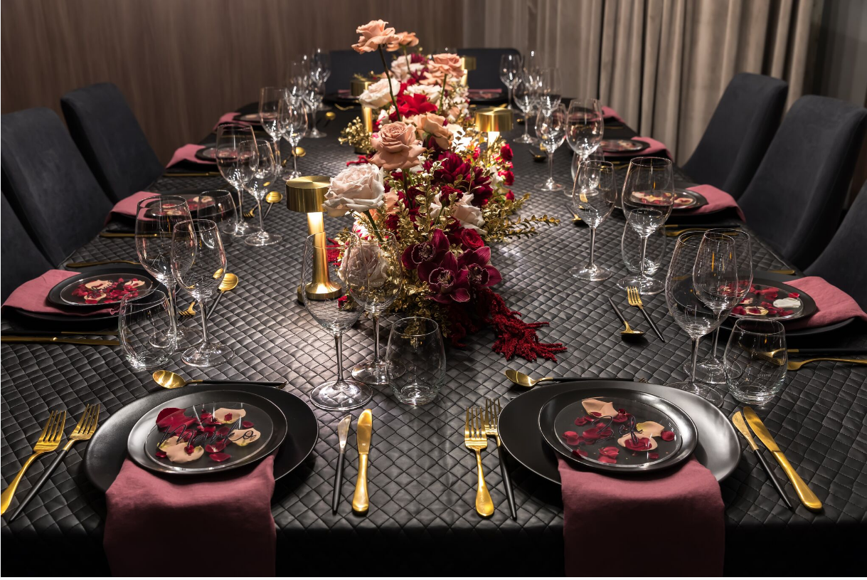 Hire_black_channel_luxury_linen_event_decor_sydney_red_flowers_cream_roses_gold _flowers_table_settig 1.png