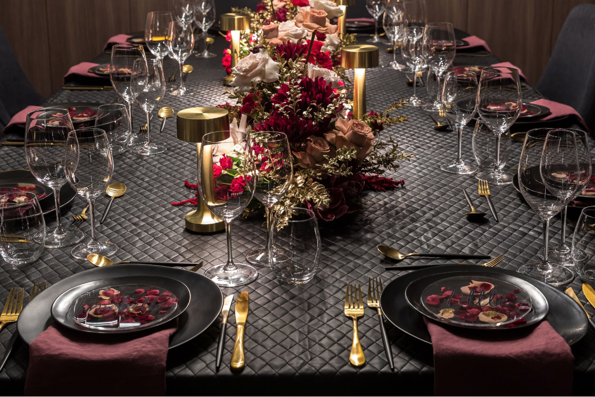 Hire_black_channel_luxury_linen_event_decor_sydney_red_flowers_cream_roses_gold _flowers_table_setting.png