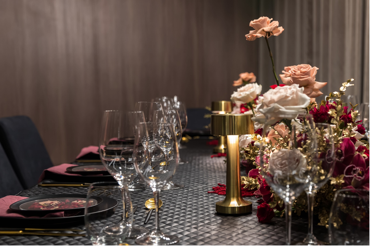Hire_black_channel_luxury_linen_event_decor_sydney_wedding_gold_lamps.png