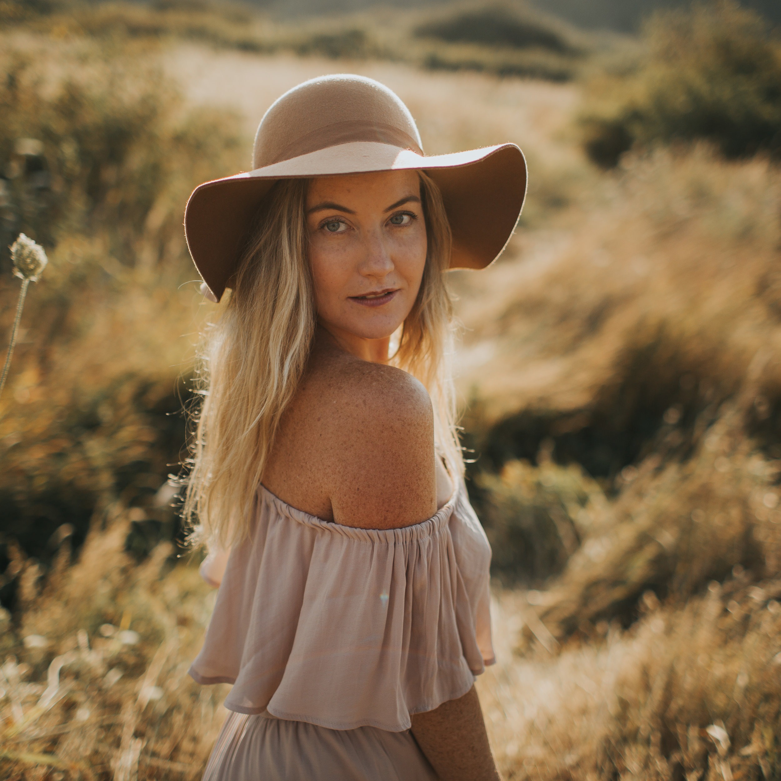 Leigh-Anne - As a lifestyle photographer, it is my passion to illustrate the magic in the ordinary.As a portrait photographer, it is my creative expression to capture the true, beautiful you.