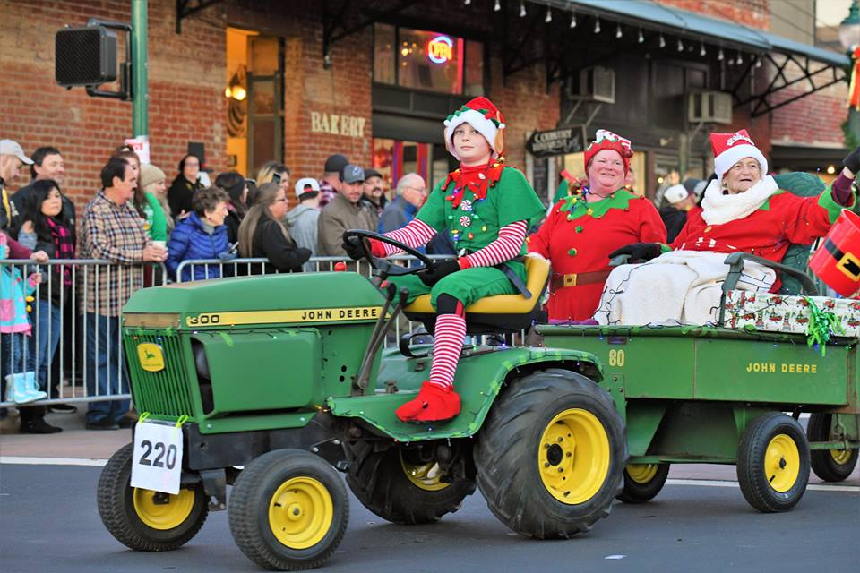 Parade, tree lighting, craft and vendor fair and merchant open house - Lincoln Hometown Christmas