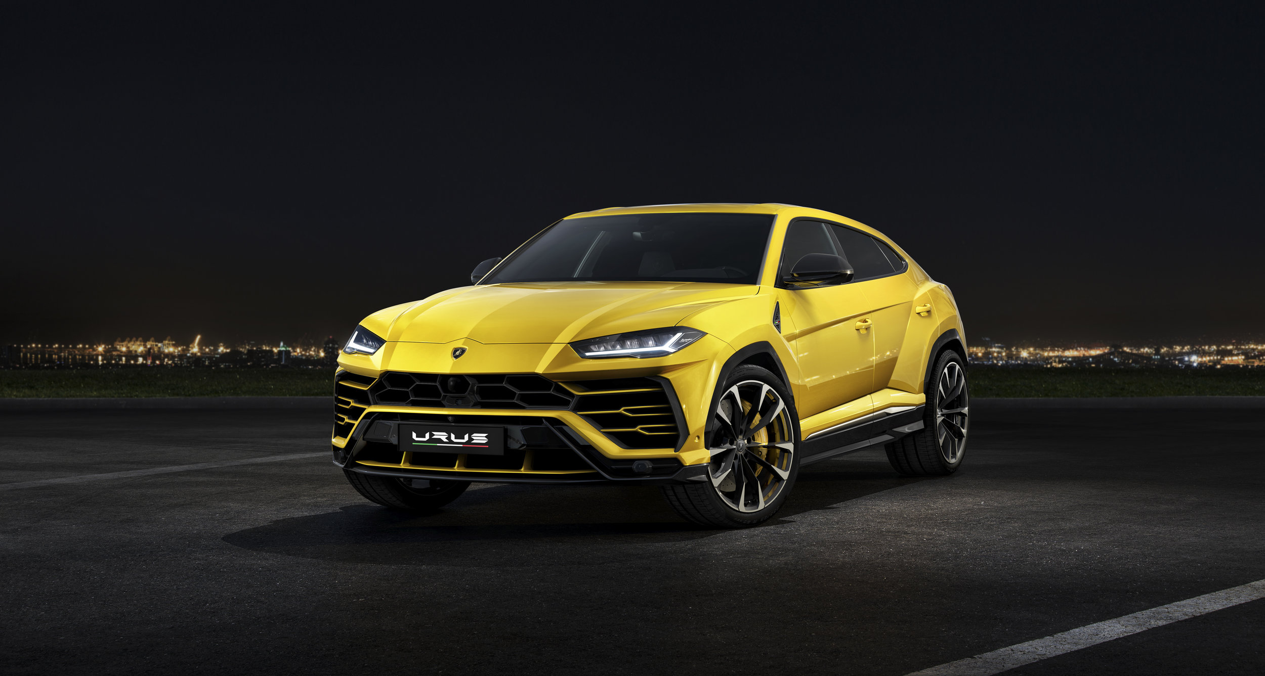 LamborghiniUrus.jpg