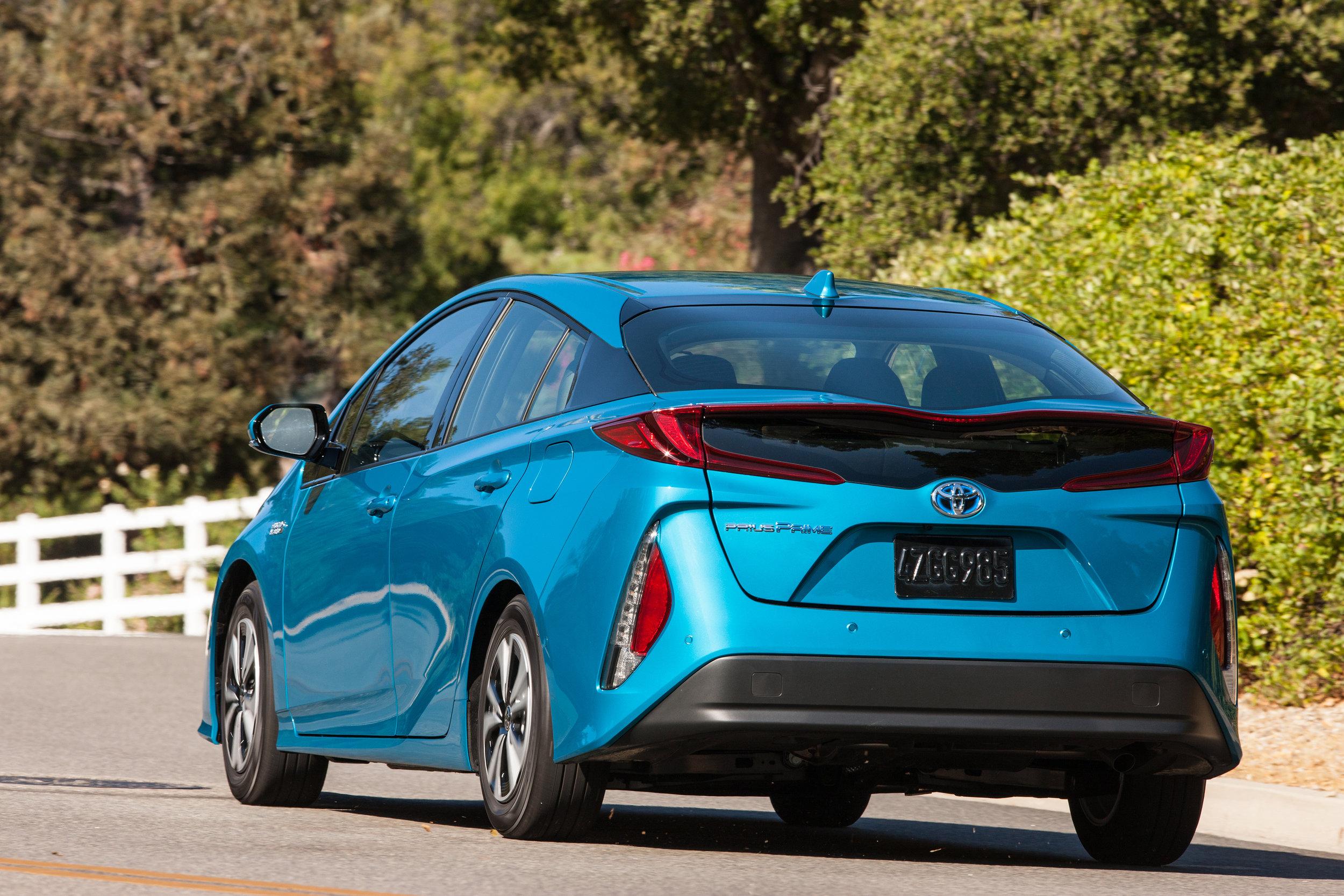 2017_Toyota_Prius_Prime_Advanced_005_BA1AFD551F4C922254B2760A2E452DBCA702D5E4.jpg