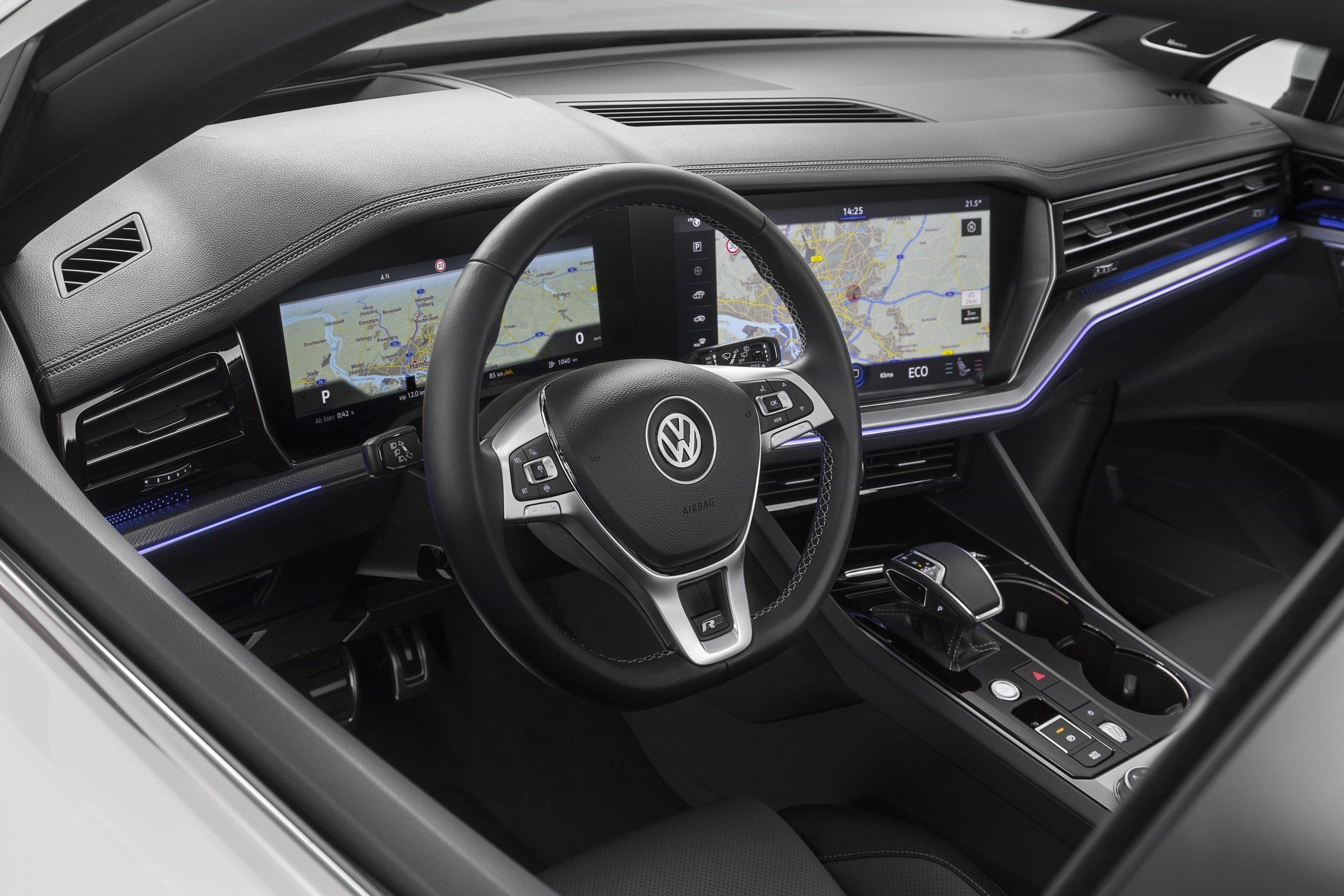 New Touareg - white - interior (18).jpg