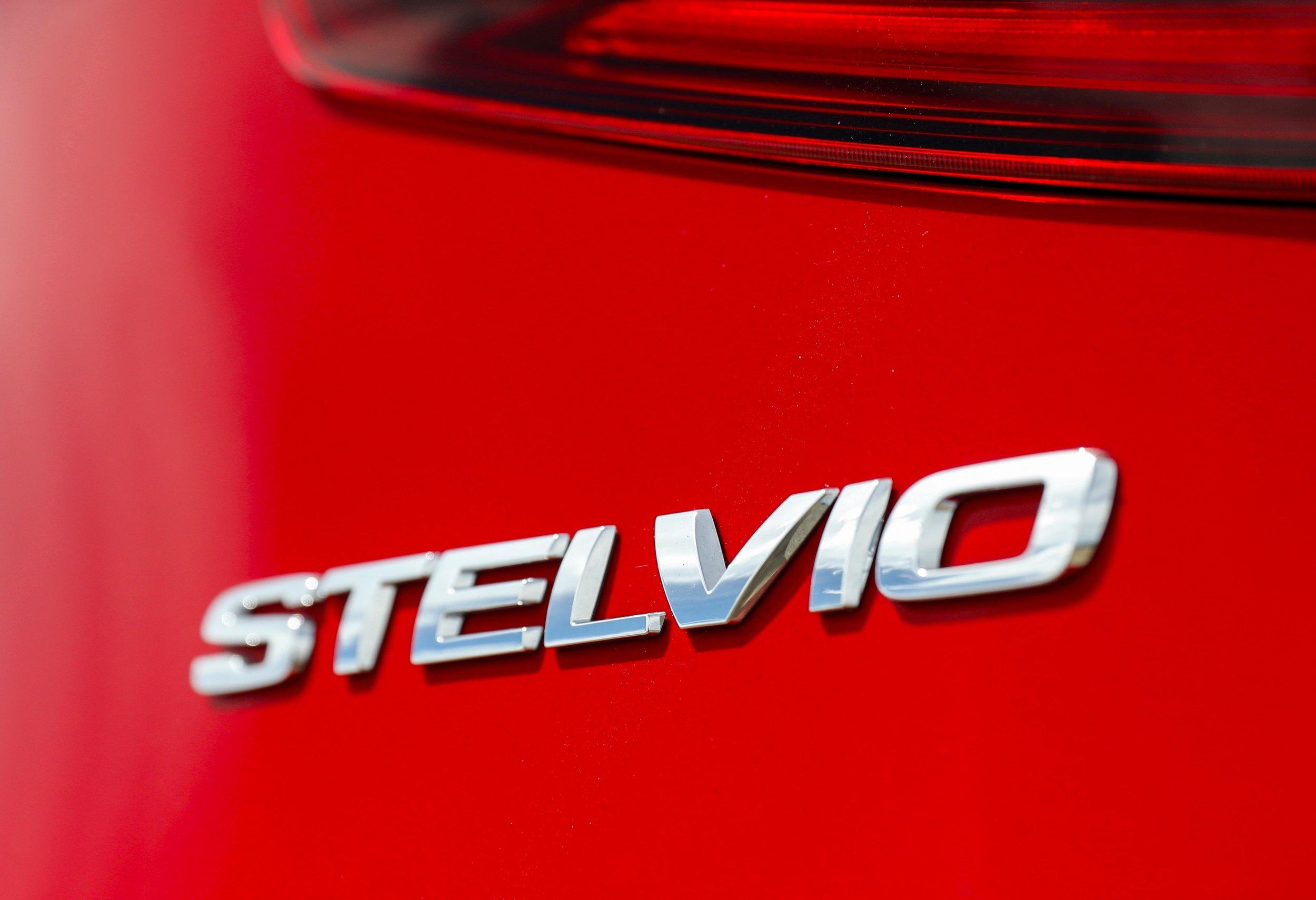 2018 Alfa Romeo Stelvio_Badge_0002.JPG