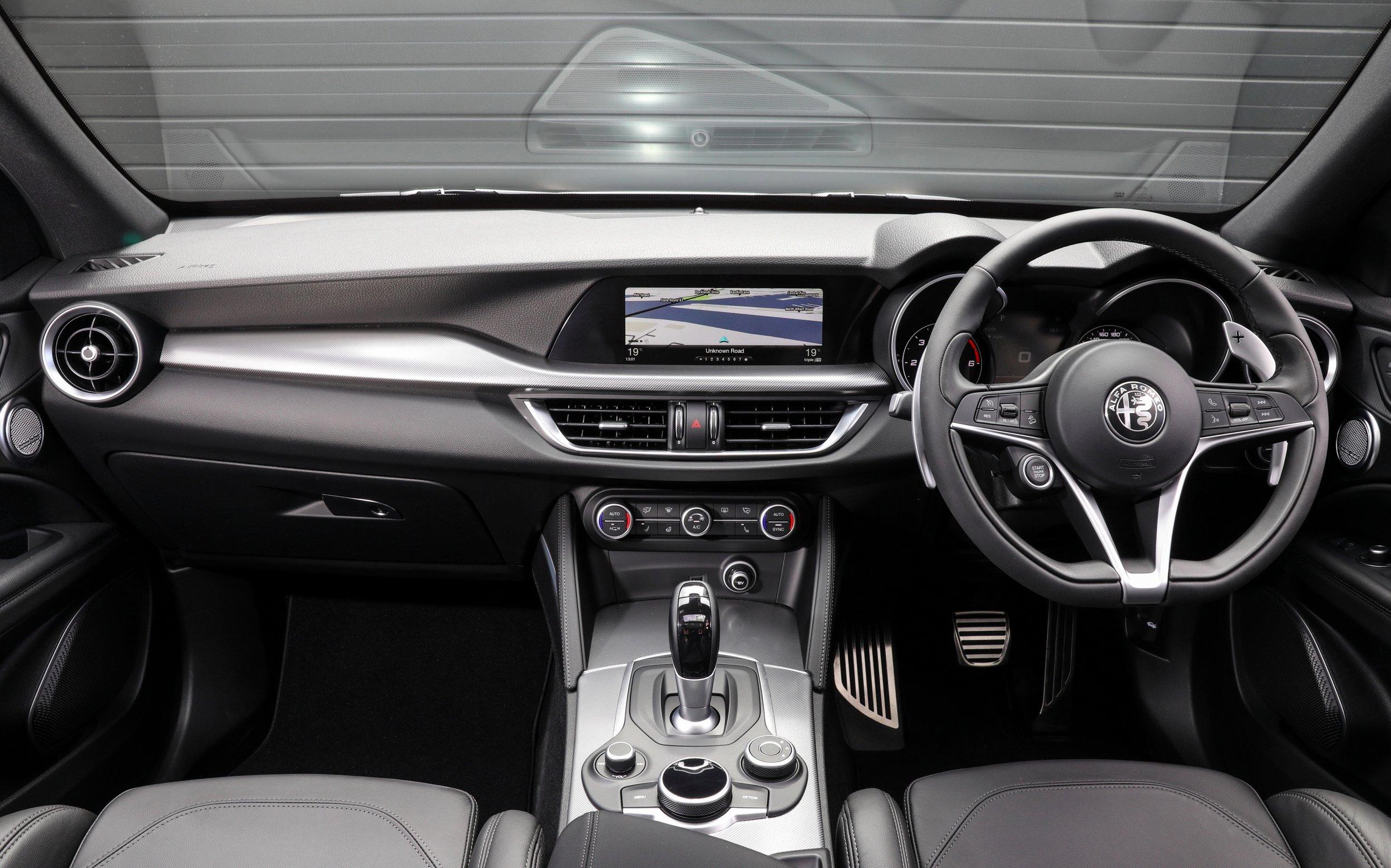 2018 Alfa Romeo Stelvio_Interior_0009.JPG