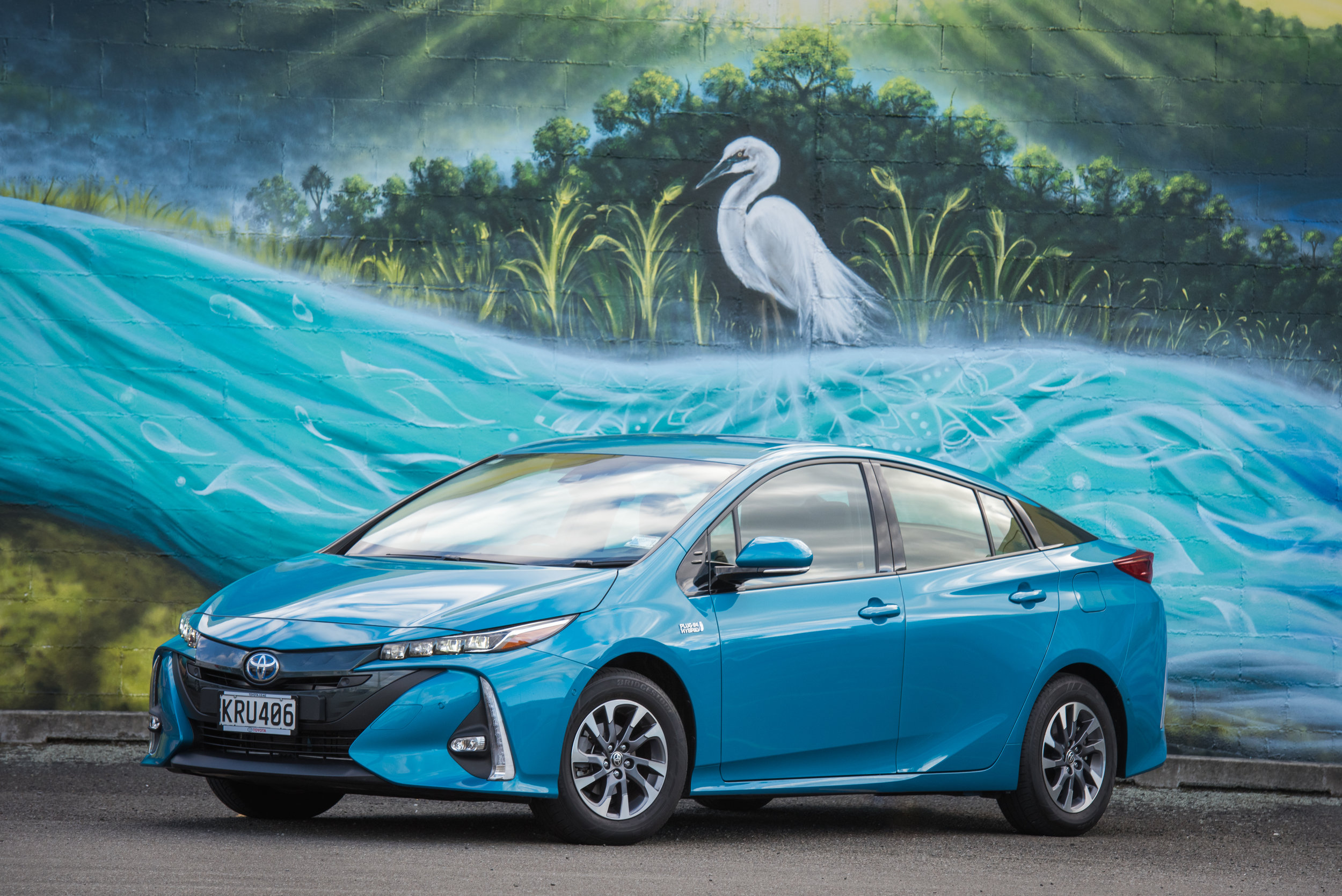 2018 Toyota Prius Prime, Blue magnetism, front three quarter shot, mural close-up.jpg