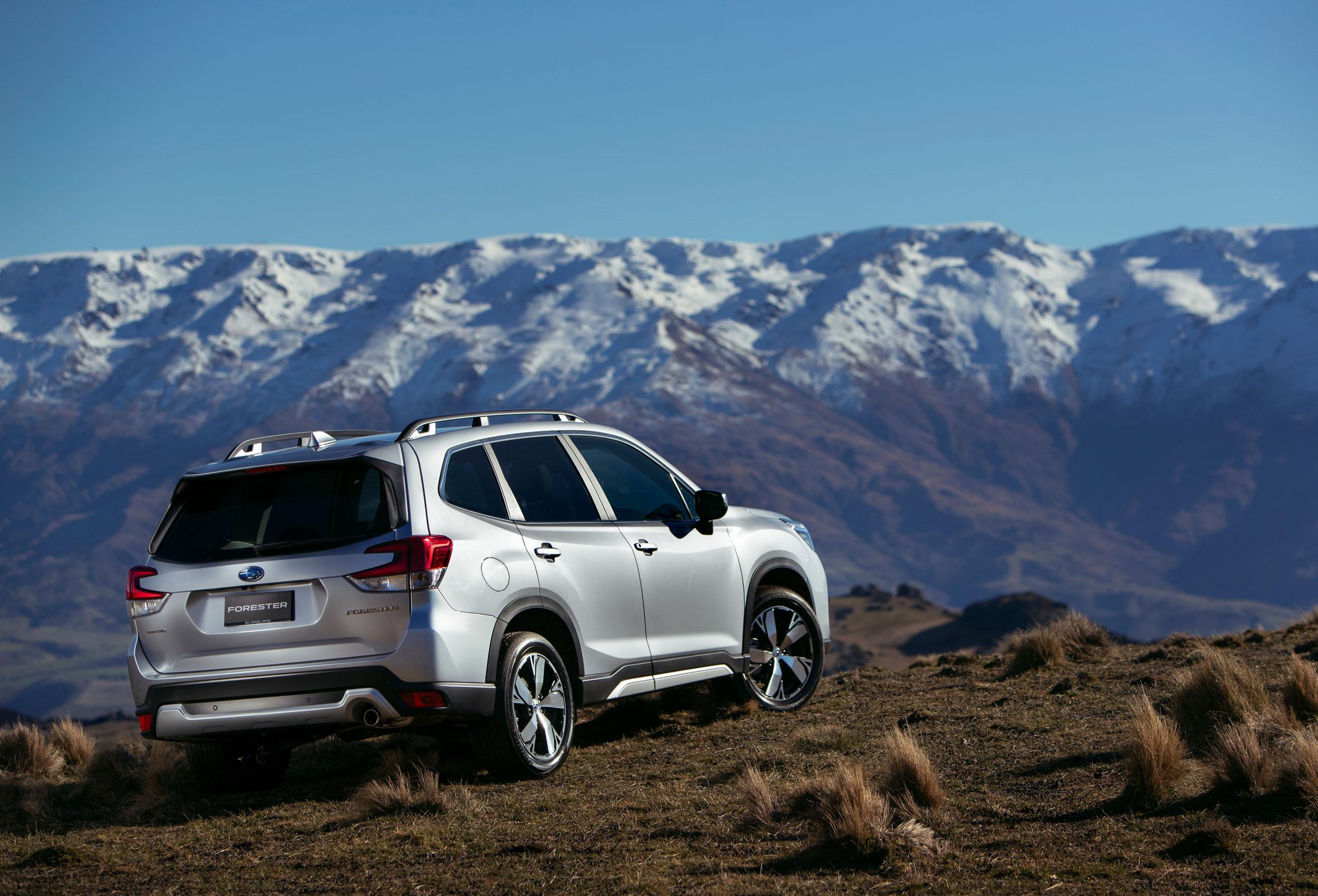 Subaru Forester 2.5 Premium exterior LR 7.jpg