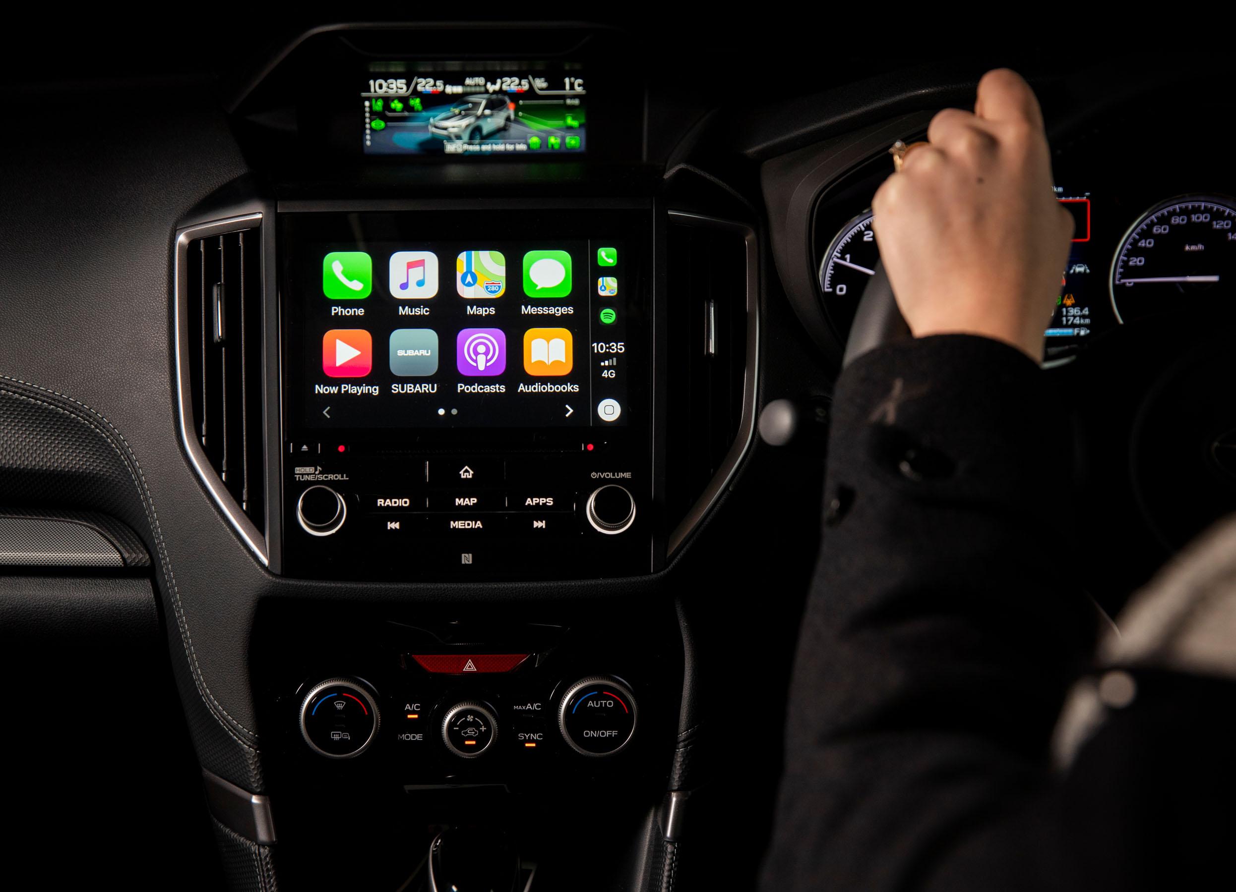 Subaru Forester 2.5 Premium interior LR 15.jpg