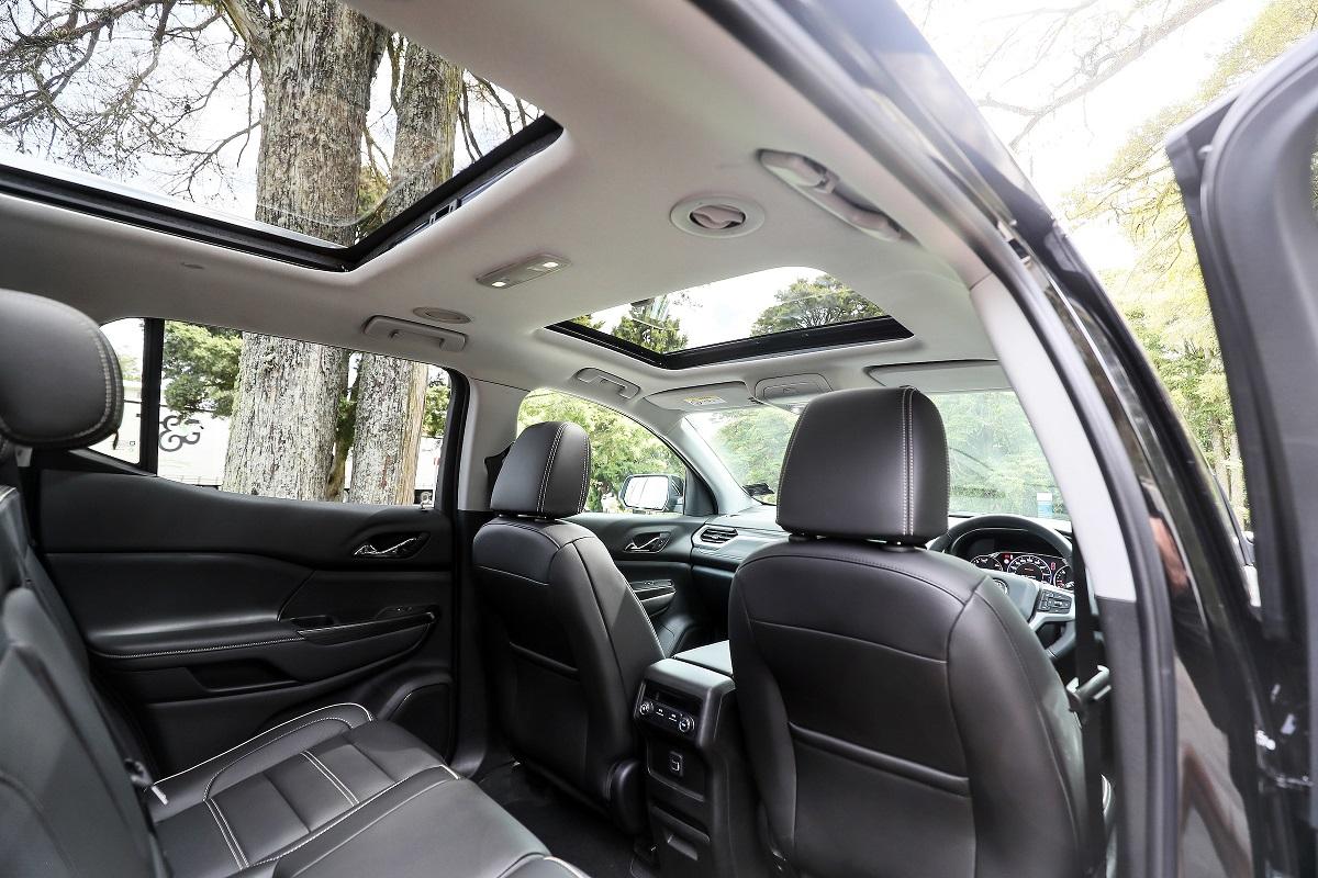 HoldenAcadia_LTZ-V interior.jpg