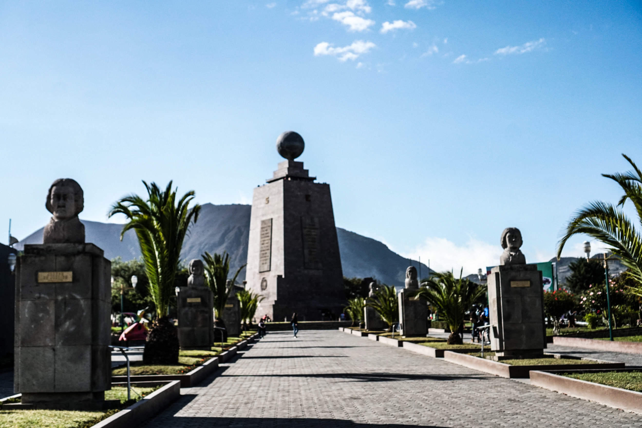 The monument at the center of the earth, the equator.