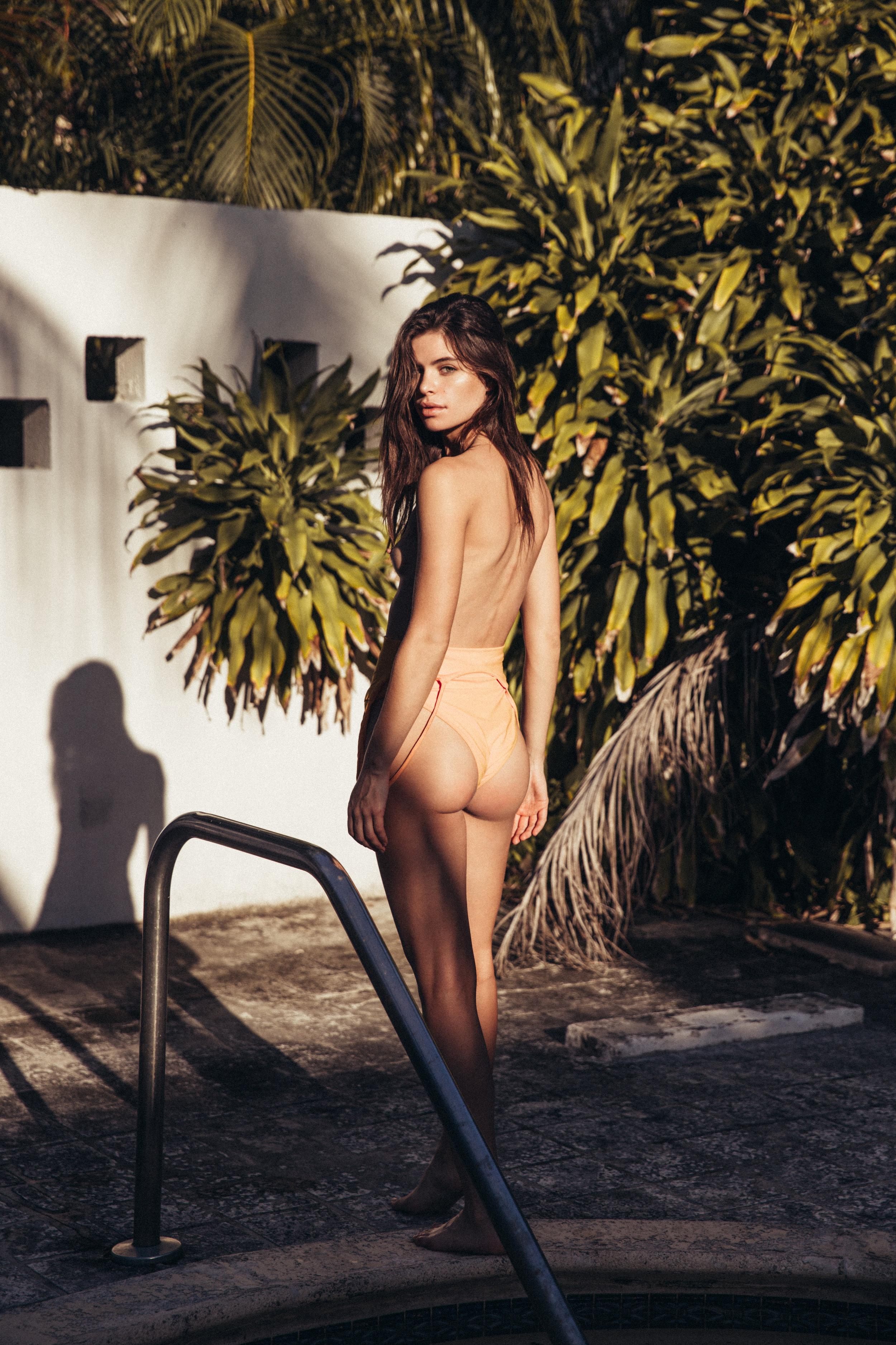 model becca lane vogue models fashion bikini swimwear spray tans by dila djokaj la sun airbrush