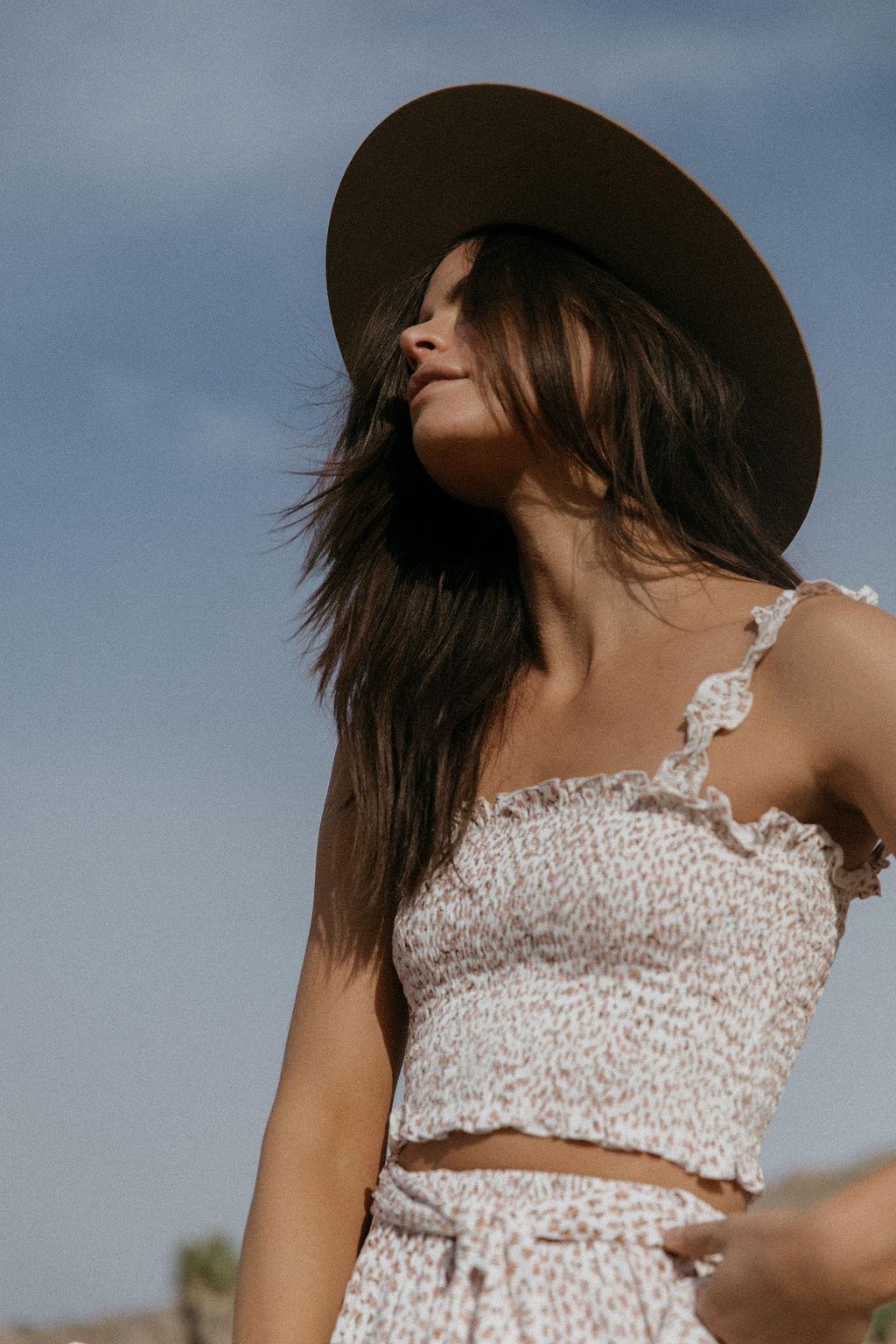 spray tanning on models