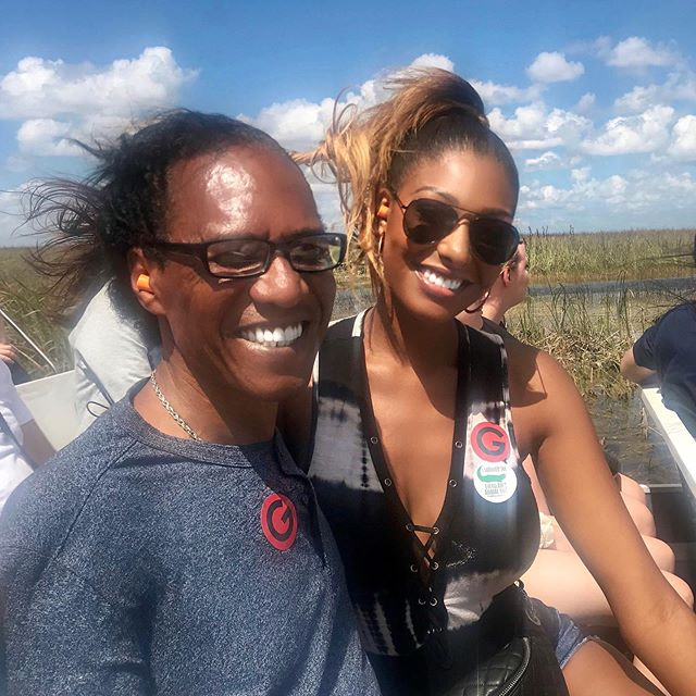 🐊 Everglades My Dad! 🐊 Sorry about the blurriness 😬 Tag a friend! ❤️