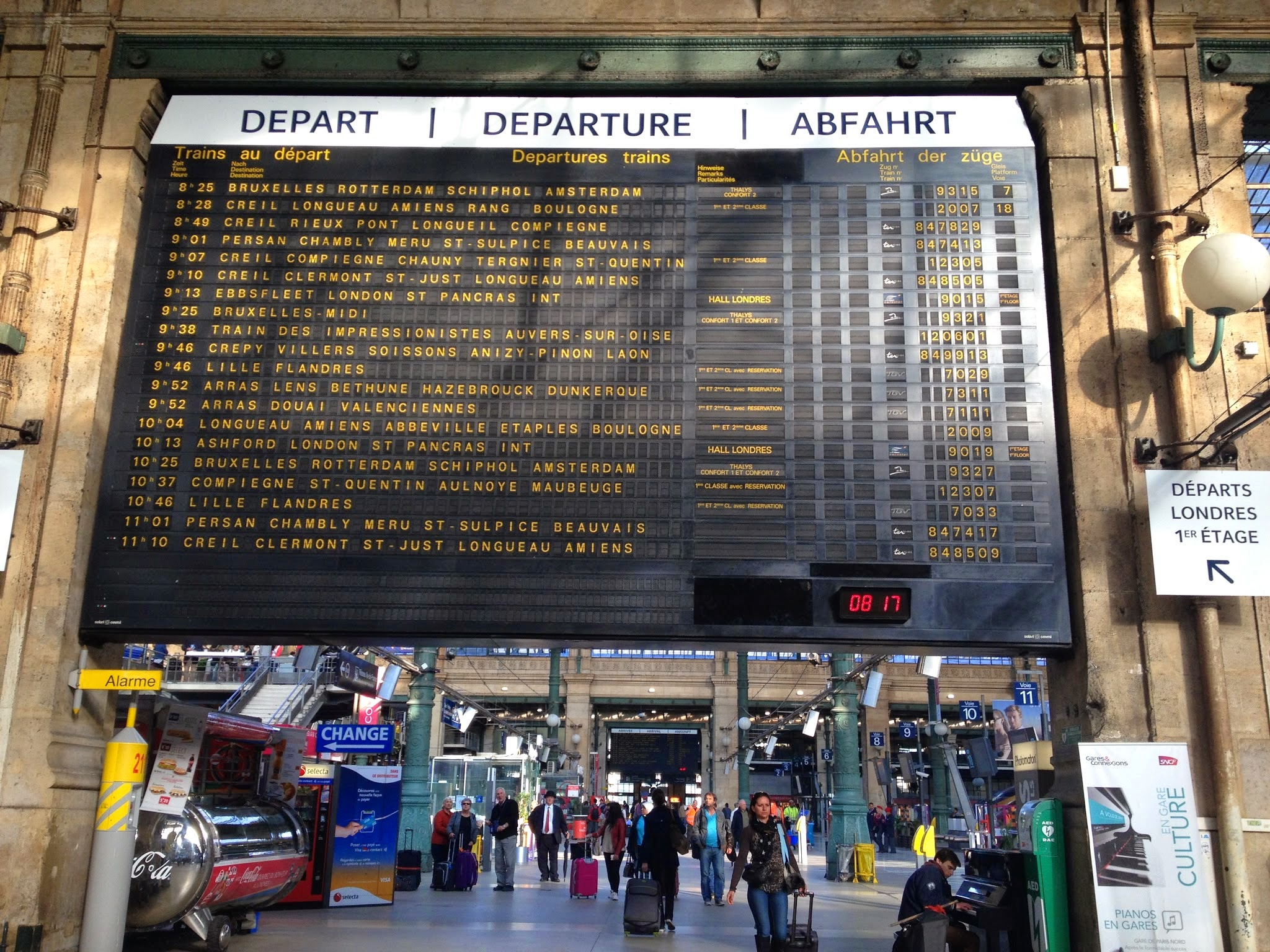 Even in Paris train station, waiting is awful.