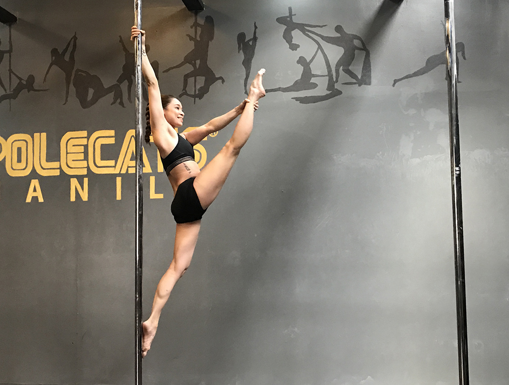 Pole Mixed Levels - Continue your pole journey with us! Review the foundations of pole fitness and learn new tricks, with classmates at different levels. Eventually discover the fun of a life upside down with more intermediate tricks!