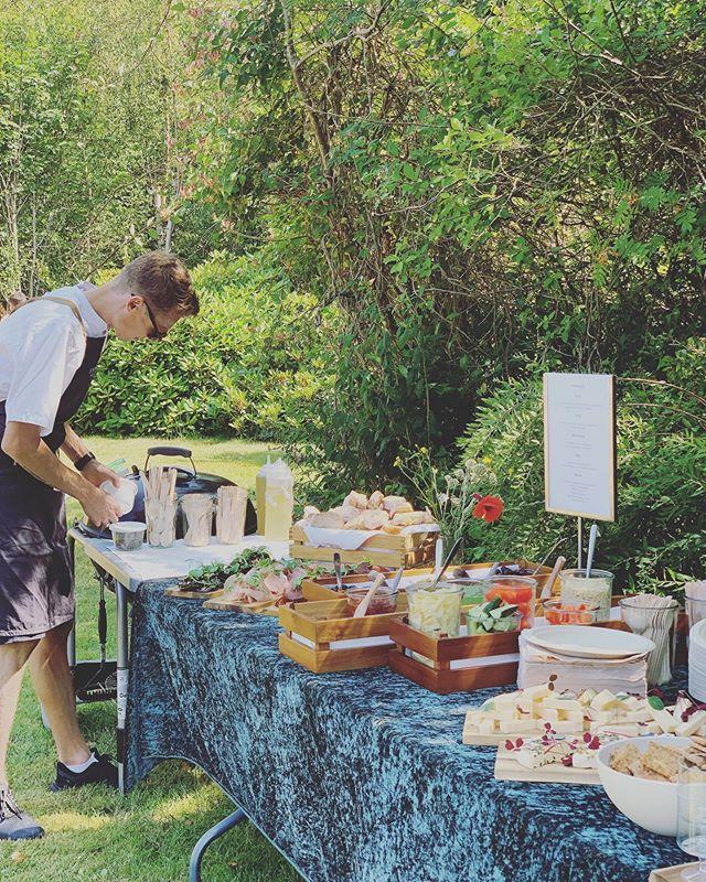 60 års fødselsdag i sommerhus 🍴☀️ Petit Verre med tilkøb af oste  #anora #catering #socialdining #petitverre #fødselsdag #sommer #sommerhus