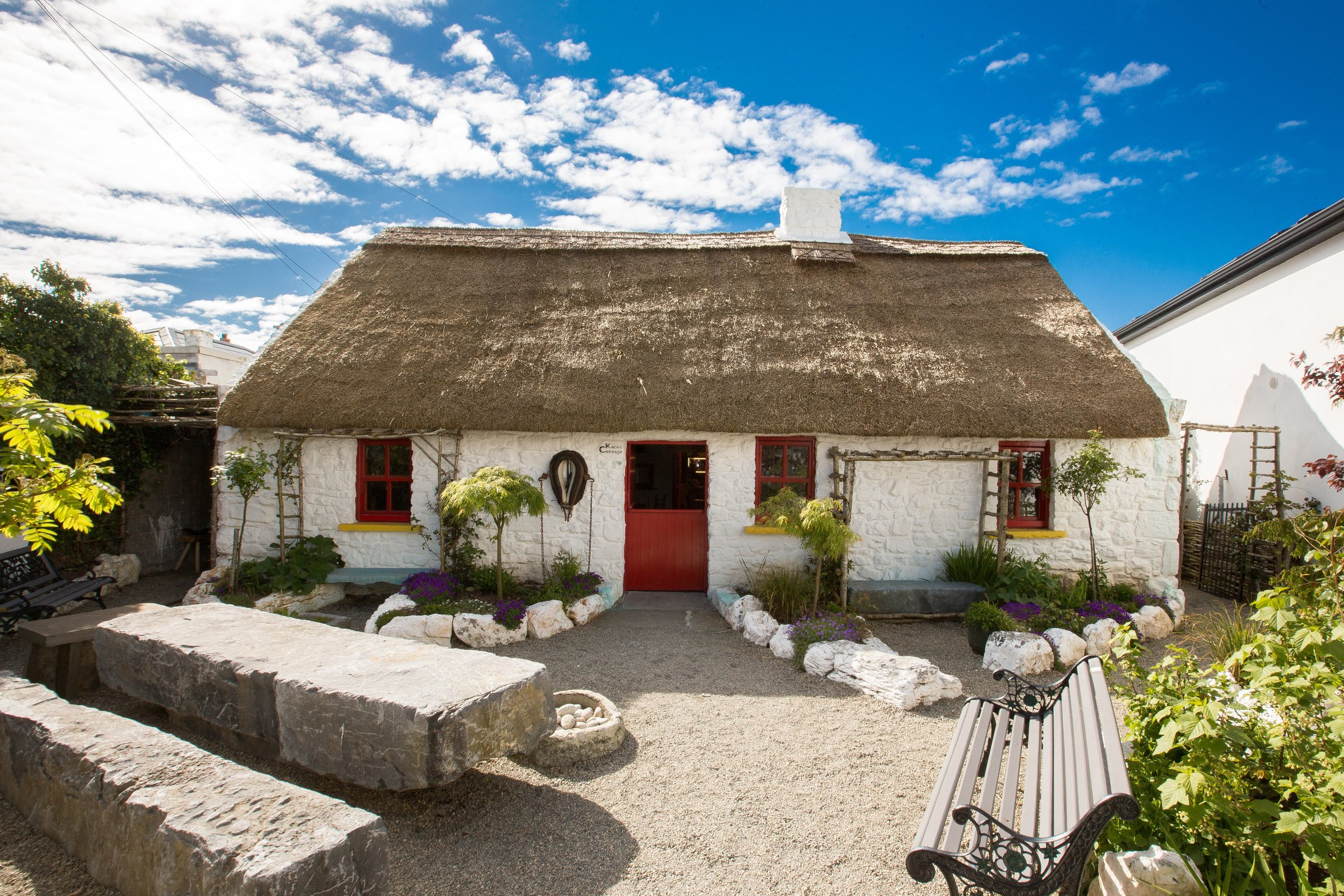 Katie's Claddagh Cottage Heritage Tour with Tea, Coffee & Homemade Scones / Irish Guinness Cake