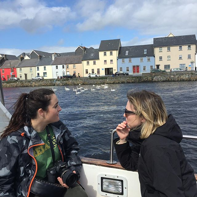 Yesterday we had the pleasure of taking some students and university employees from @undkylemore out on the Bay to show them Galway from a different perspective. We had lunch in @thedocksidedeli, a tour out on the boat and finished the day with a visit to @claddaghdesigns. Thanks for a great day out everyone 😃. . . . . . #notredameuniversity #fightingirishfootball #culture #claddagh #tourofgalway #latinquartergalway #galwaybay #galwayhookers #tradition #history #newfriends #visitgalway #thisisgalway #galway2020 #visitireland