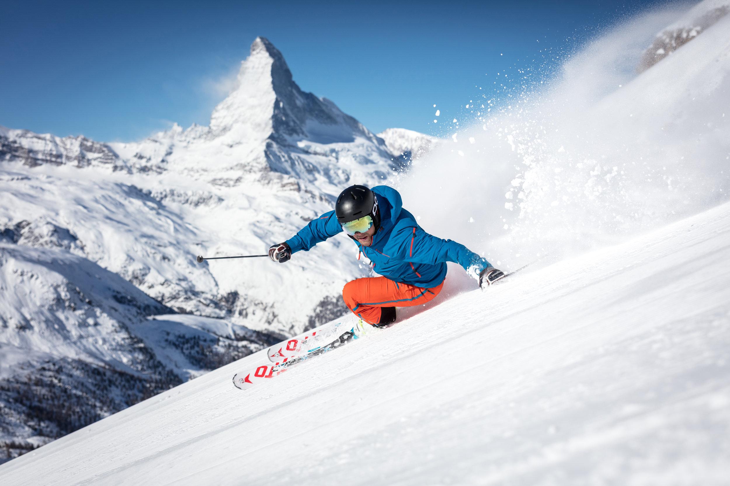 Skifahrer vor Matterhorn_cr-Pascal_Gertschen.jpg