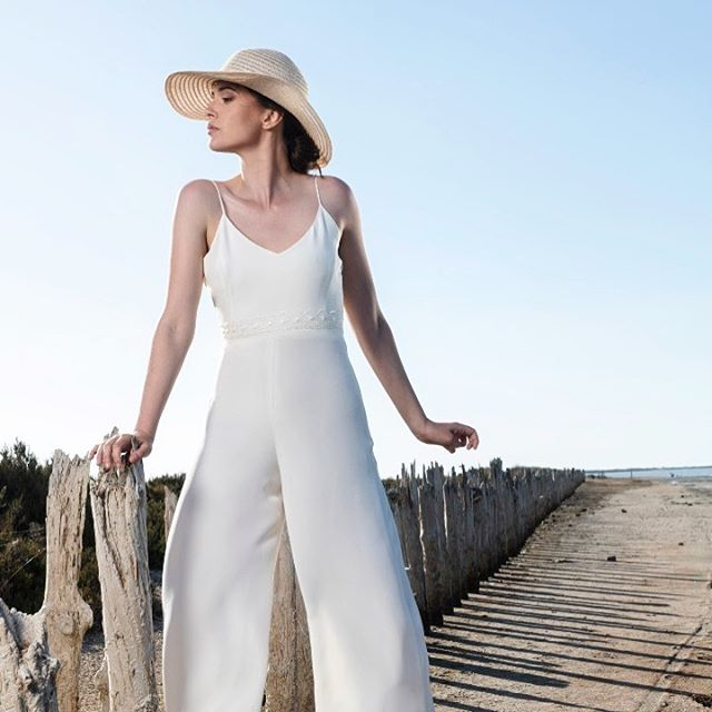 On adore la combinaison Mathilde de chez @julietteboscofr 100% soie.  Parfaite pour les soirées du samedi soir, les journées ensoleillées ou autres. ✨ 📸 :@oram_s_dannreuther . . . #lyon #lyonnaise #lyoncandoit #faitavecpassion #faitavecamour #igers #igerslyon #fashionweek #creatricelyonnaise #fashion #combinaisons #vetements #style #spring #summer