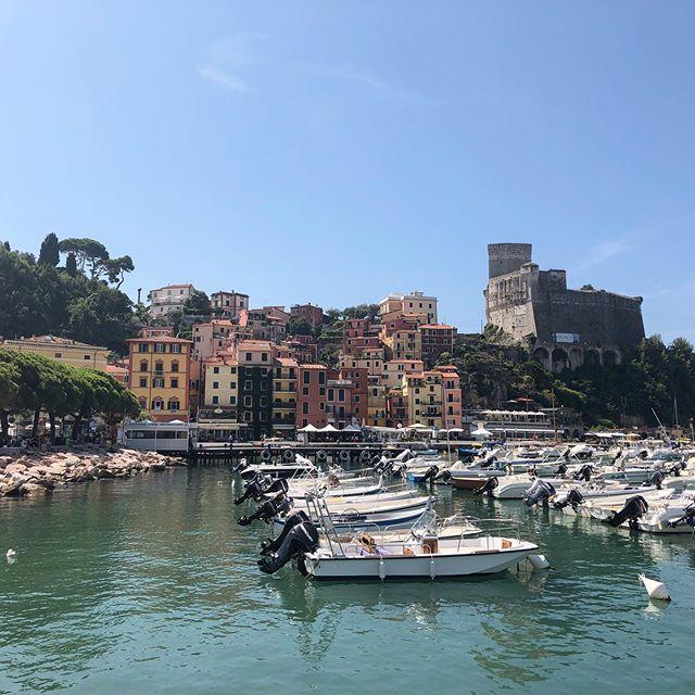 Les cinq terres 🇮🇹 . . . #italie #italy #lerici #tellaro #spezia #lescinqterres #italie🇮🇹 #city #europe #holidays #vacances #port #lyonnaise