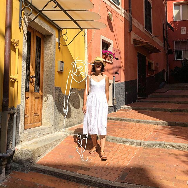 🇮🇹 . . . #italie #italy #lyonnaise #lyoncandoit #city #colorful #colors #cinqterres #tellaro #lescinqterres #carollparis #caroll #robeblanche #ootd #ootdfashion #outfit #summeroutfit #architecture #photography #liguria #lerici #laspezia