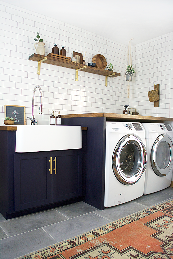 This laundry room is what dreams are made of!! (via  BrePurporsed )