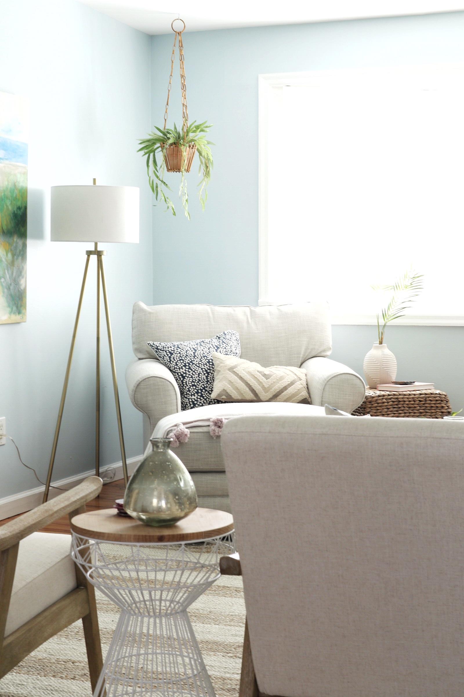 Cozy-Beach-House-Living-Room.jpg