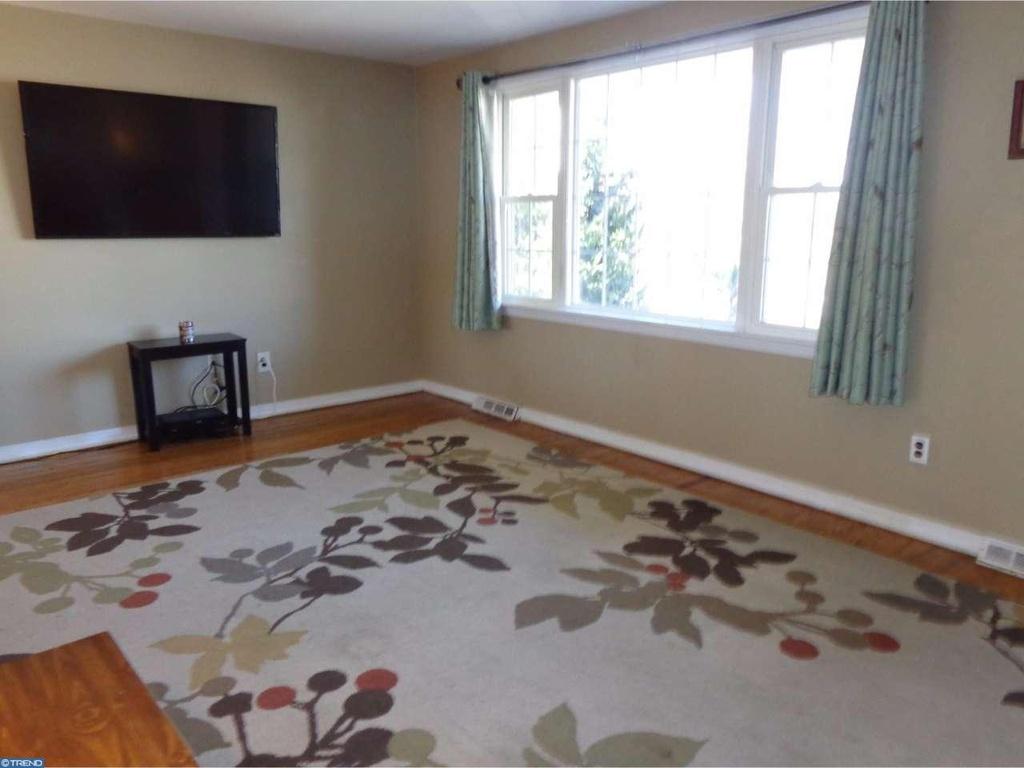 Living-Room-Before-Photo-03.jpg