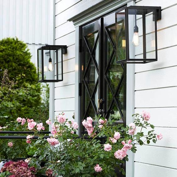 modern-outdoor-wall-light.jpg