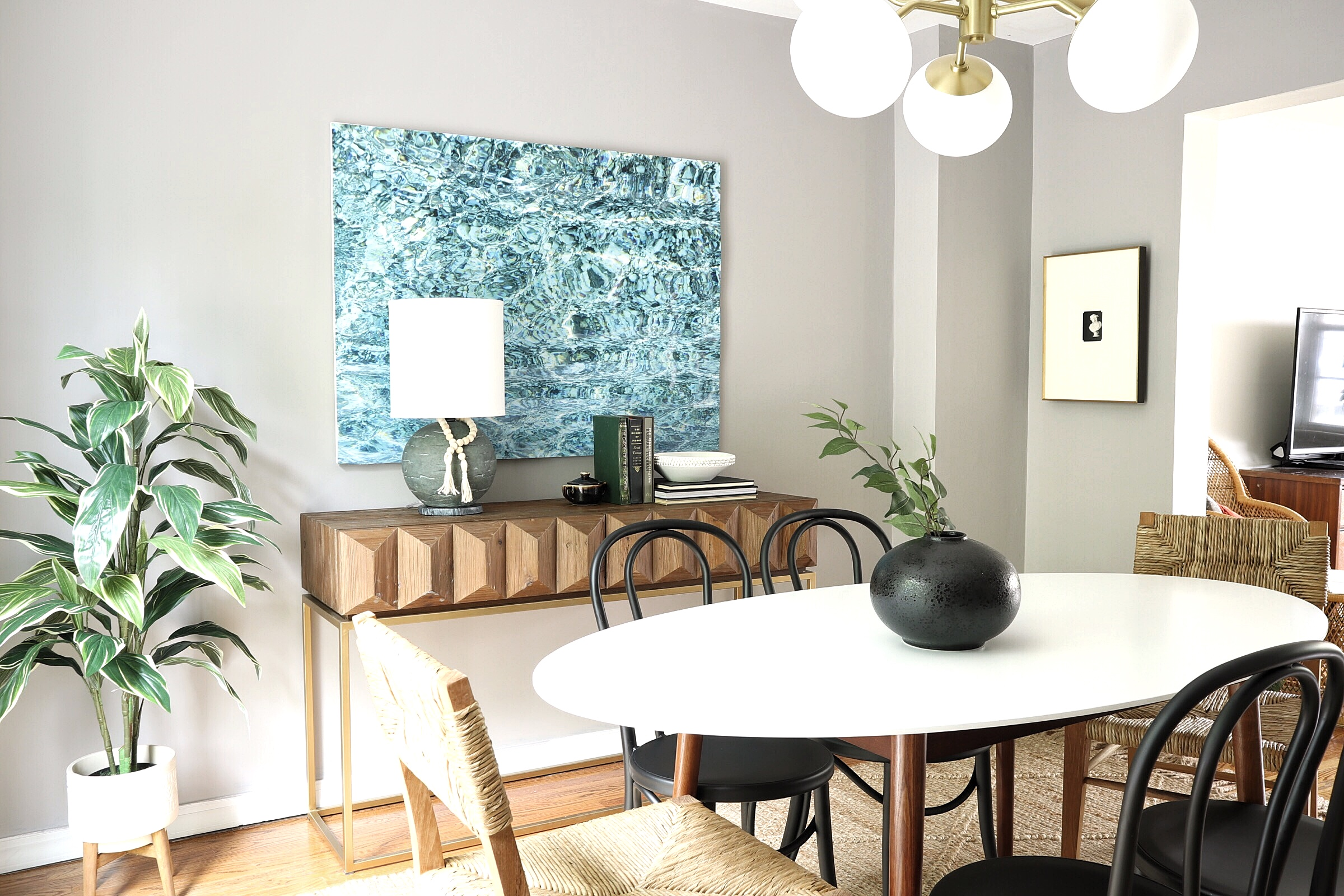 Coe Casa Dining Room - I gave our dining room a makeover this past April and I love how it turned out! It fits in with the rest of our house so much better now. Check out the before and afters!