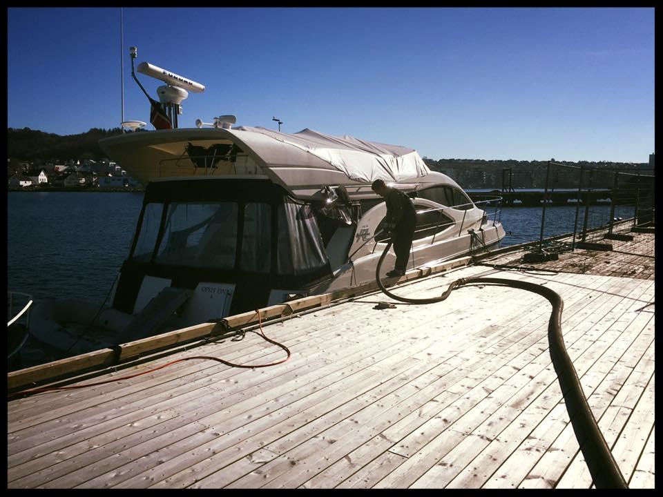 Tømme båt.jpg