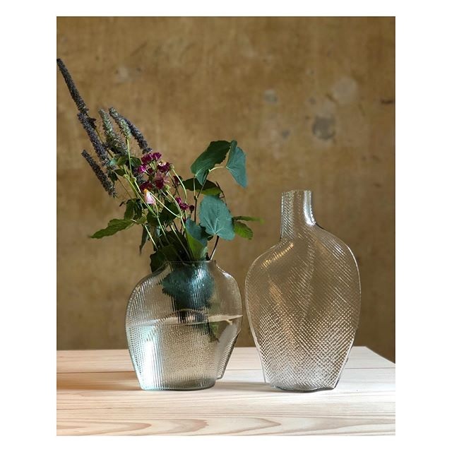 Flow vases designed for the new Swedish sustainable brand @formgatan. Mouth blown and made from recycled glass. Will be released during the fall. 👌🏻 . . #danishdesign #danishdesignmuseum #danishdesignmakers #danishdesignstore #interiordesign #interiordesignblog #interiordesignstudio #interiordesignlondon #interiordesignerlife