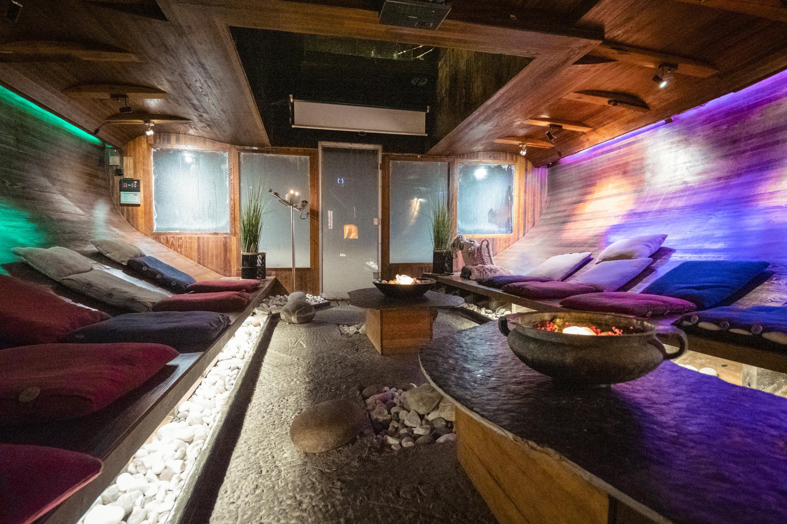 """Vulkana Spa-båt - Hammam, Zen lounge, finsk badstue og badestamp! Unn deg litt ekstra velvære med """"Afternoon Spa Session"""" eller """"Evening Spa"""". Badekåpe og håndklær er inkludert i prisen.Pris: 695,- pr pers NB! Begrensede plasser"""