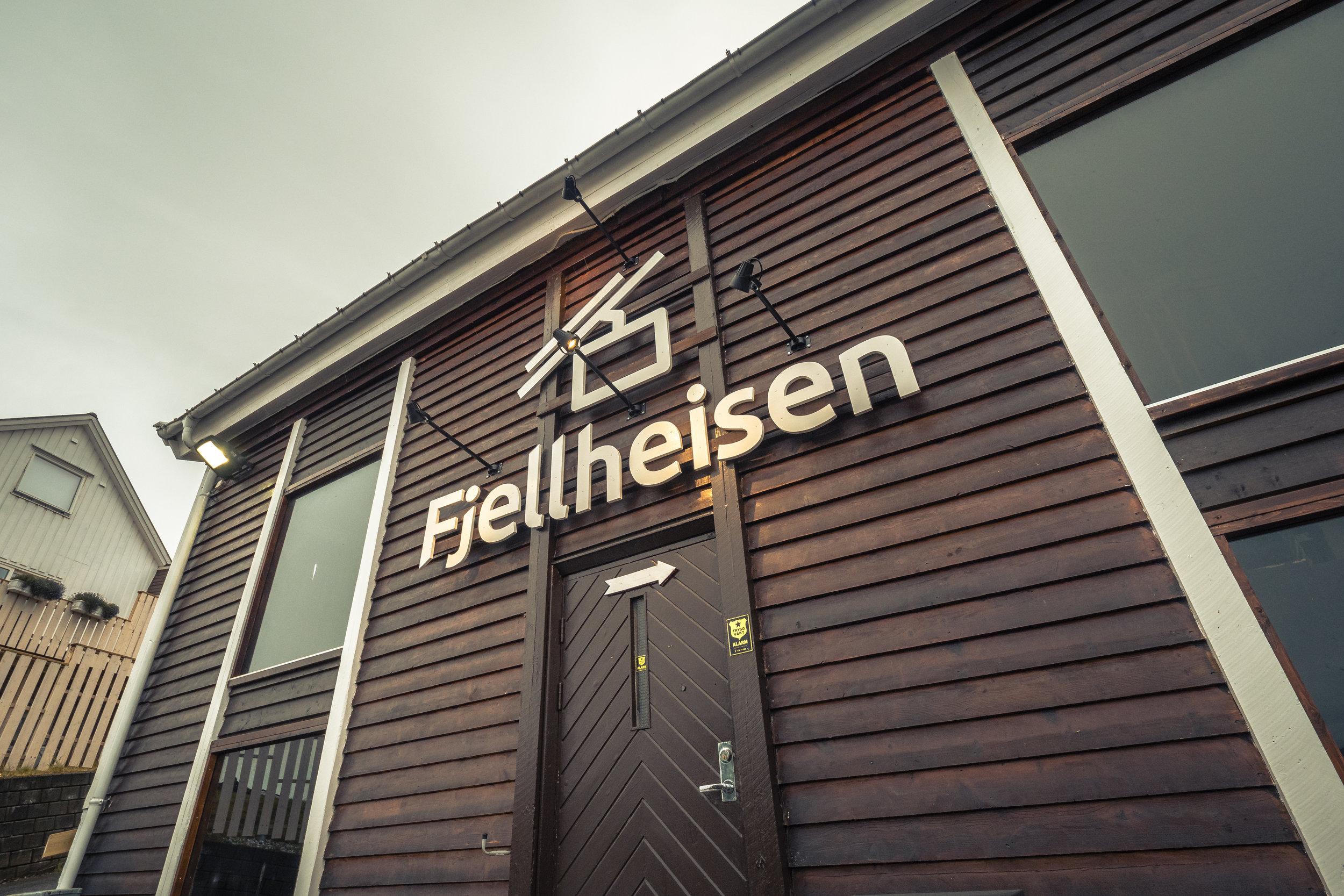 FJELLTURtil Storsteinen - Ta beina fatt, eller ta Fjellheisen opp til Storsteinen, 421 meter over havet, og få en nydelig panoramautsikt over hele Tromsø. En representant fra Kamille Weekend vil være guide.Merket sti: ca 1 times gåturFjellheisen: 4 min hver vei Gruppepris: Kr 190 t/r pp