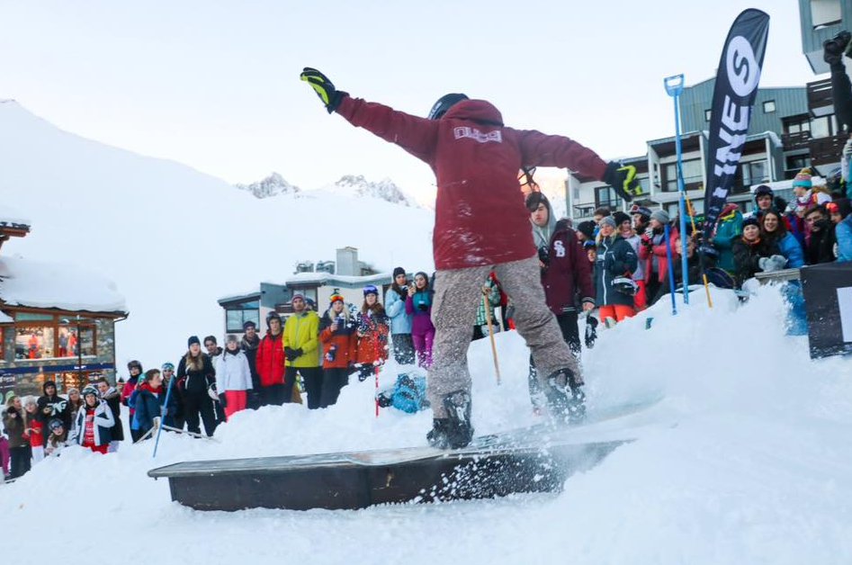 This year Line-S sponsored a rail jam at Le Coffee