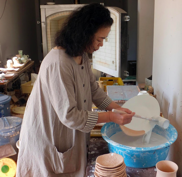 15th Kiln Lord, Kyoko Kondo from Kyogetugama at work
