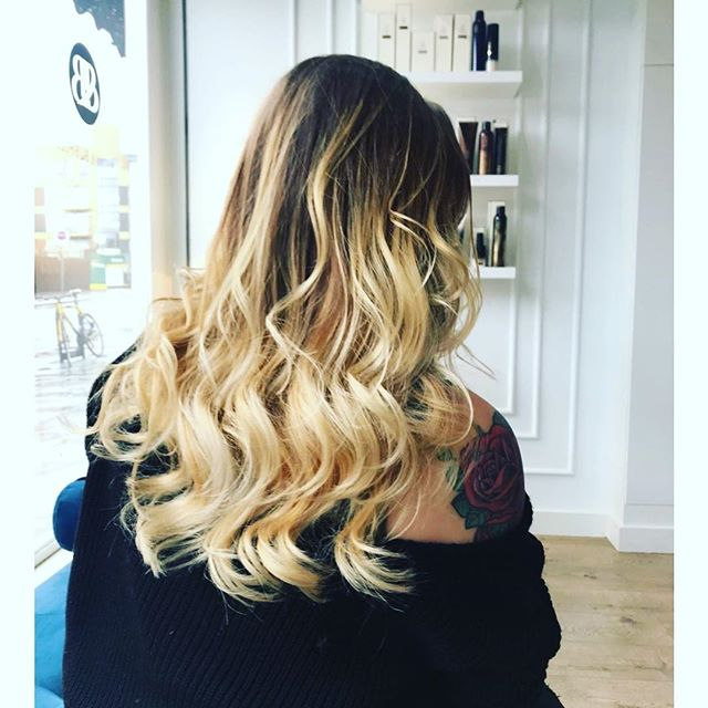 Sun is out. Waves are out!  #blowandbubbles #blowyourmind #blondebomshell #blowdrybar #colourbar