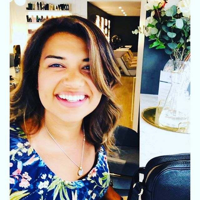 Are you ready for the #weekend?  Balayage + Our Ride Ride Wave Blow-Dry = an award winning smile  #blowdrybar #colourbar #westlondon #localsdoitbetter