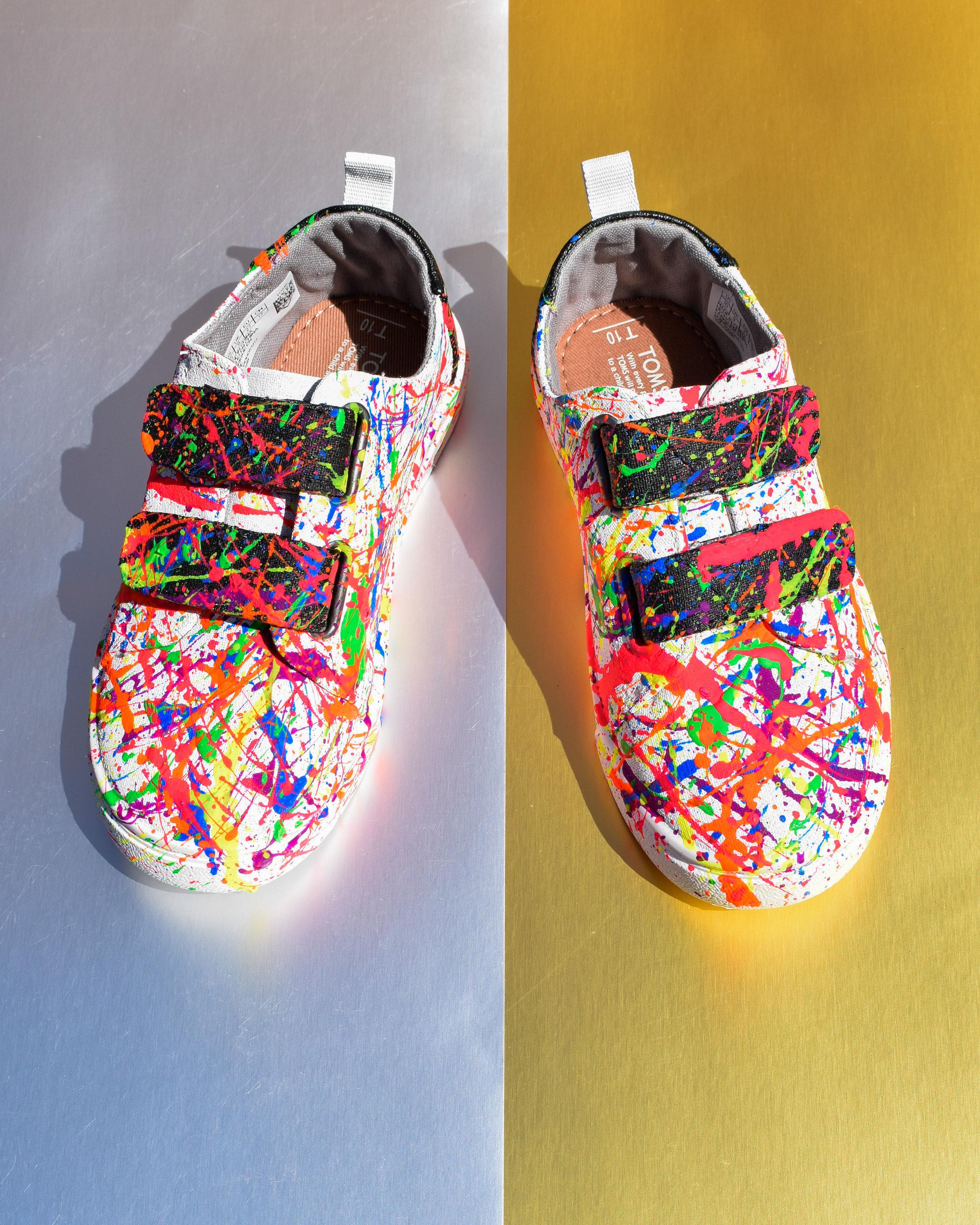Who_leesa_kicks_Frankie_rainbow_splatter_1a.jpg