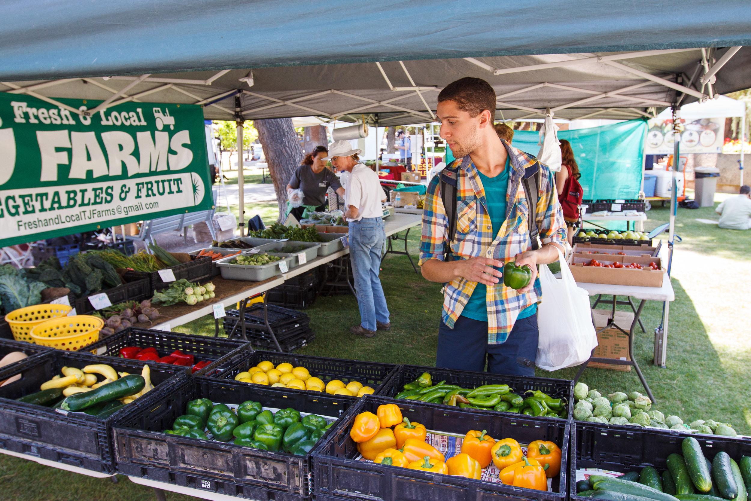 0423.Campus-Farmers-Market-044.jpg