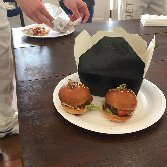 Outstanding and delicious cricket teas thanks to Fries Station! American Style Fries and Sliders in Edinburgh come highly recommended. The selection of tasty burgers and loaded fries were all eaten up pretty quickly!  Check them out: friesstation.co.uk  #burgers #fries #sliders #loadedfries #edinburghfood #edinburghfoodie #edinburgh #scotland #edinburghcity #cricketteas #americanstyle #americanburger #americanfood #burgerholic