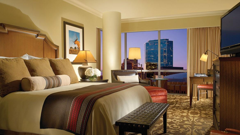 ftwdtn-omni-fort-worth-hotel-guest-room-1.jpg