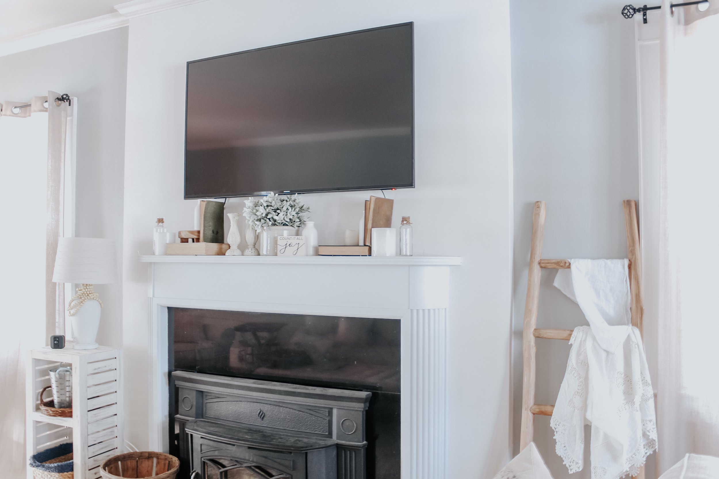Fireplace decor in the living room