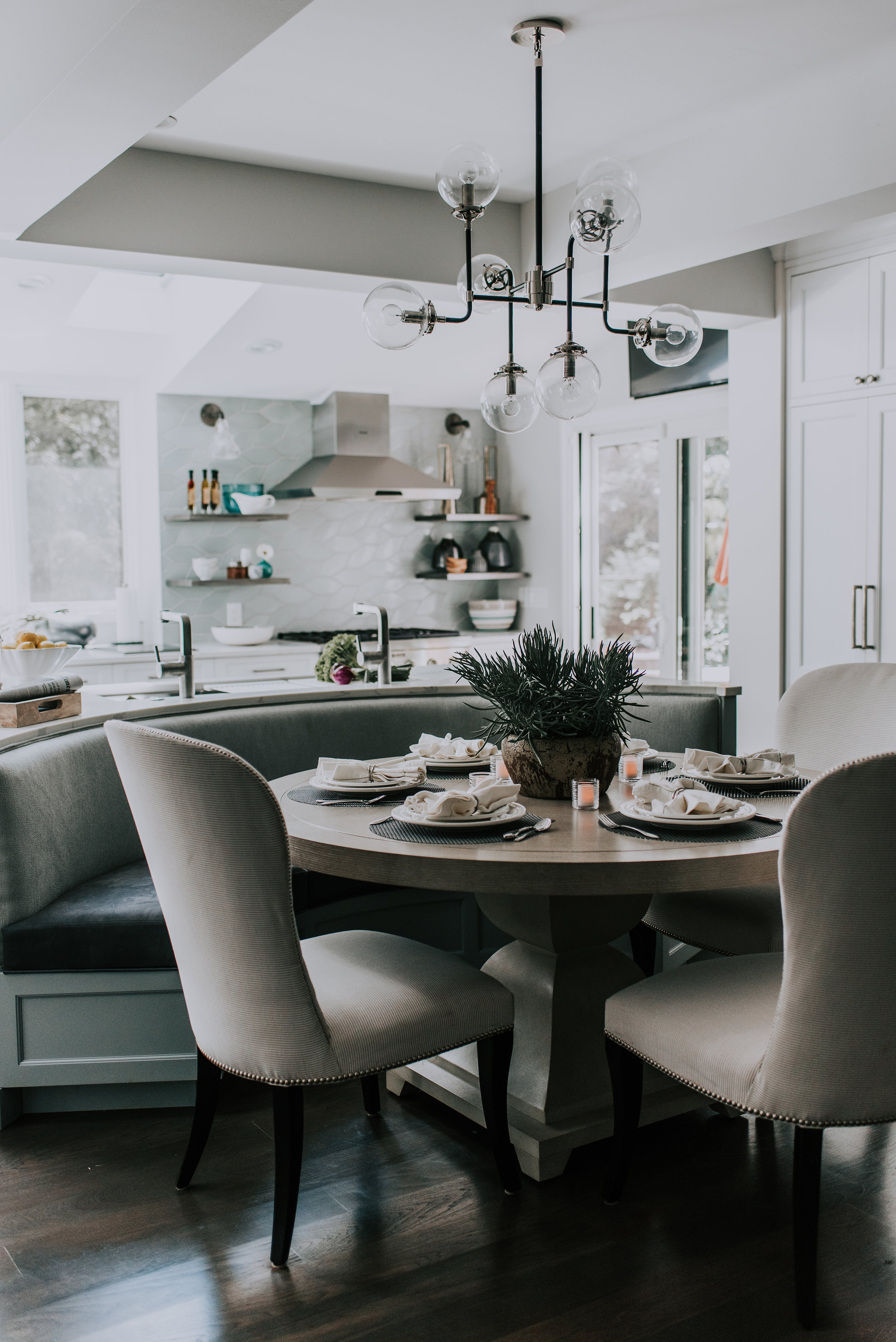 - setting the table From the beginning, this project was the collaborative effort of owner, designer and contractor. For a family that loves to cook and entertain—they needed a space that could host and feed a large gathering, as well as manage their bustling family life.