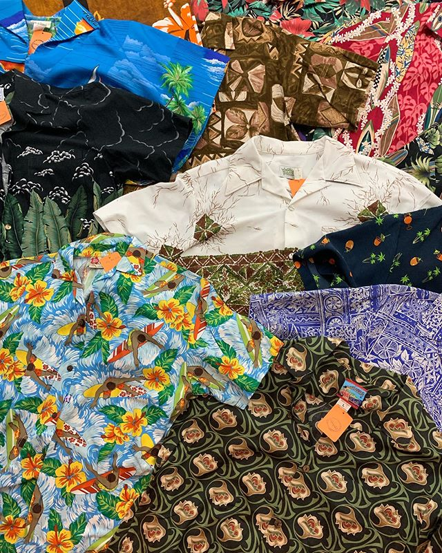 Great big collection of vintage alohawear going out today 🌈 Hilo Hattie, Malihini Hawaii, Styled by RJC LTD, and Sears 🌈 all large or XL $18-$22 🌈 Alohawear was first brought to the mainland US in the 50s by Waltah Clarke, an LA native. We acknowledge alohawear is a product of US imperialism and ask that our wearers are considerate and informed about this history