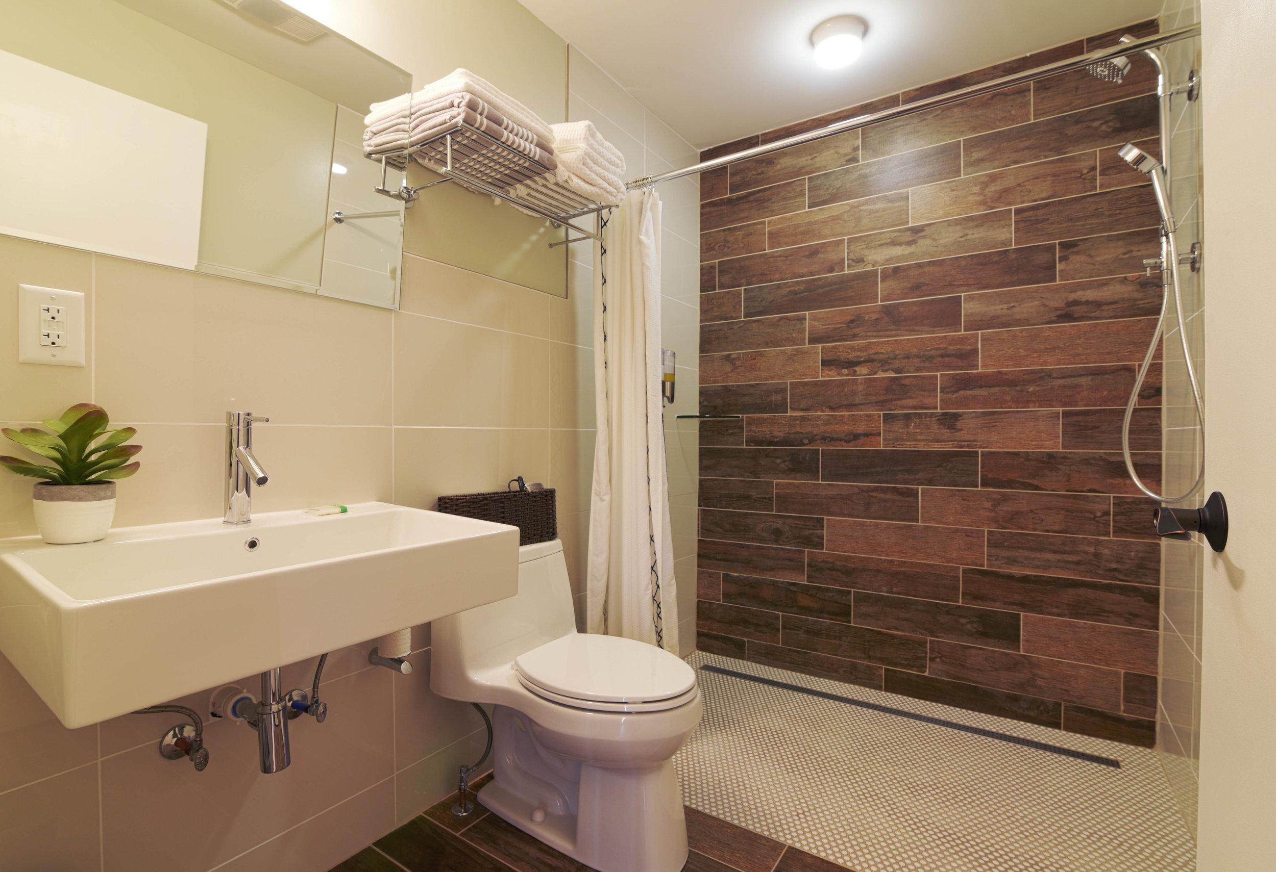 Room4-bath-HDR.jpg