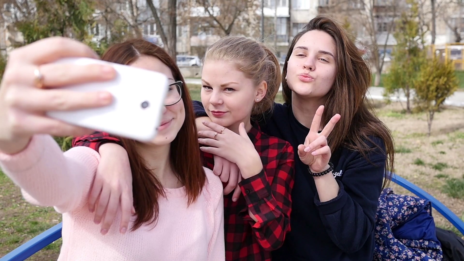 young-girls-friends-posing-taking-selfie-photo-picture-for-instagram-and-fa_b9uqihas_thumbnail-full01.png